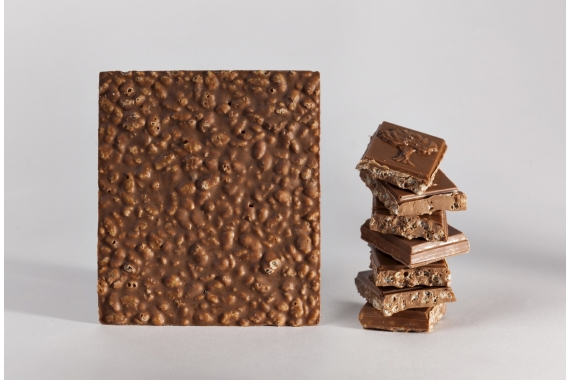 Milk chocolate bar with puffed rice