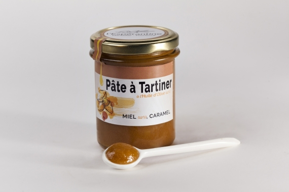 Spread with olive oil 12.3%, honey 12.3% and caramel
