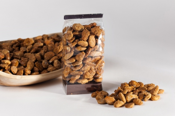 Caramelized whole almonds