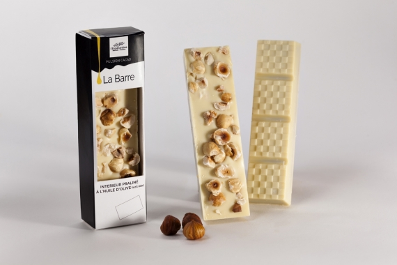 White chocolate bar with whole hazelnuts and olive oil 1.4%