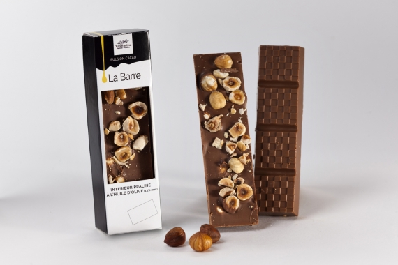 Milk chocolate bar with whole hazelnuts and olive oil 1.4%